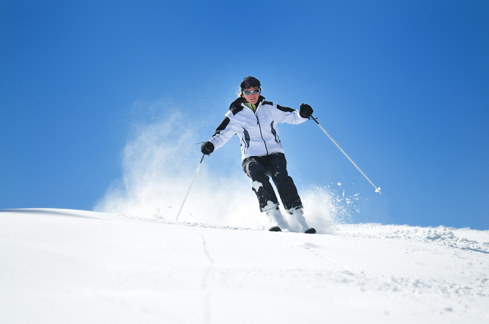 pictures of skiers woman
